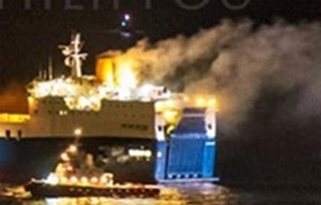 Foto: Incendiu la bordul unui ferry-boat