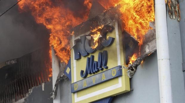 Foto: INCENDIU DEVASTATOR ÎN MALL! Circa 36 de persoane au fost găsite printre resturile arse