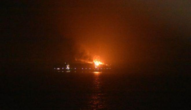 Foto: EXPLOZIE PE UN VAPOR DANEZ, UNDE ESTE ANGAJAT ŞI UN MARINAR ROMÂN! Patru persoane date dispărute, nava abandonată