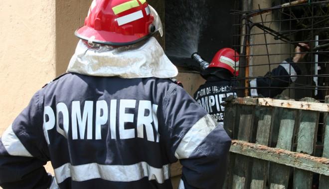 Foto: Incendiu pus intenţionat la o sală de sporturi din Constanţa