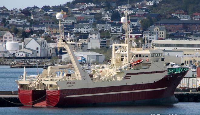 Foto: Incendiu pe o navă de pescuit norvegiană