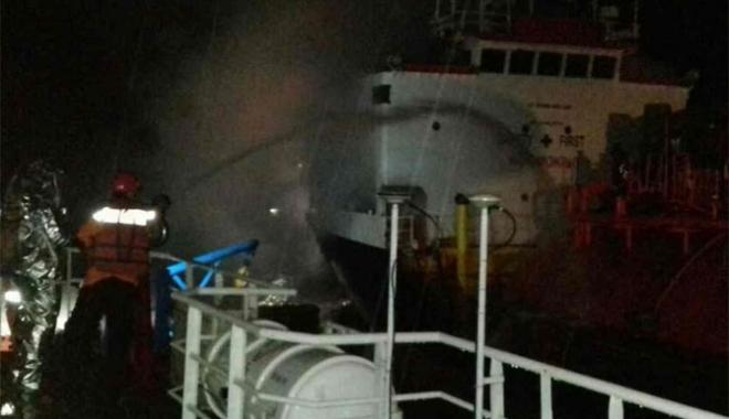 Foto: Incendiu pe un tanc LPG, în Indonezia