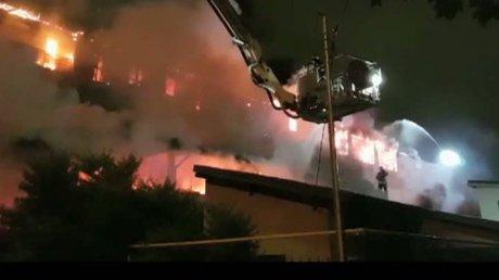 Foto: Incendiu puternic la un bloc! Anchetă de proporţii: Dezvoltatorul, acuzat de nereguli