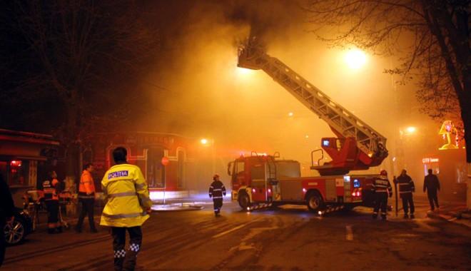 Foto: Galerie FOTO / Fl�c�rile iadului la restaurantul Beirut. Trei fete au ars de vii!