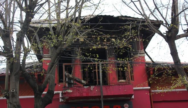 Foto: Flăcări, fum, panică şi vieţi luate mult prea devreme. Ce a lăsat în urmă incendiul de la restaurantul Beirut - Galerie Foto şi Video