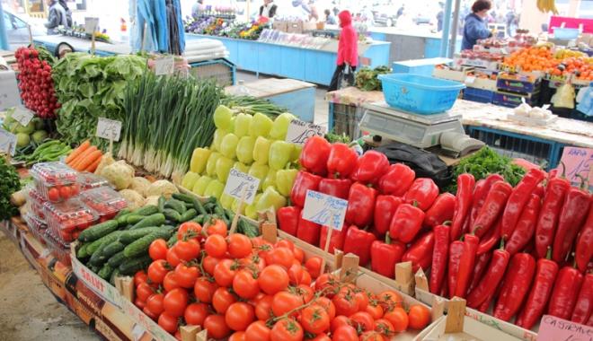 Foto: Încep controalele în pieţele de legume şi fructe