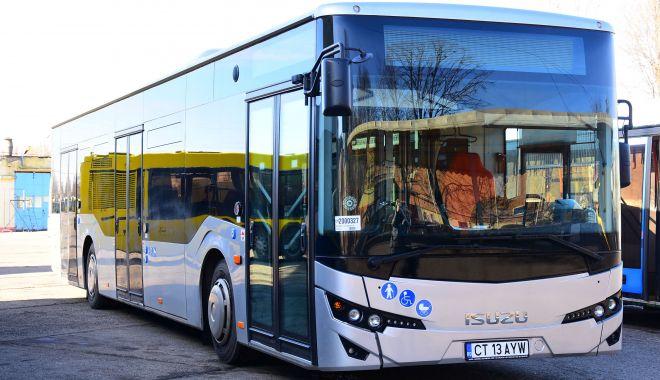 Foto: Autobuzele RATC îşi prelungesc programul până la miezul nopţii