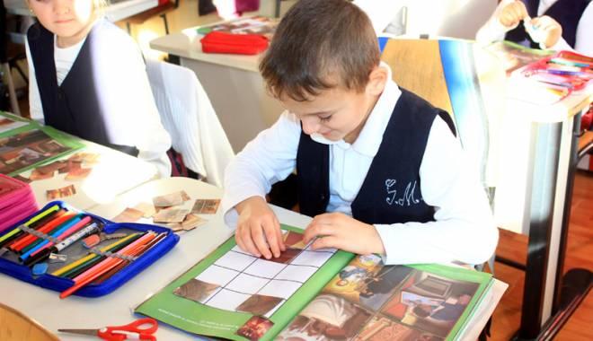 Foto: Astăzi, reîncepe şcoala! Ce prevede noua structură a anului şcolar 2015-2016