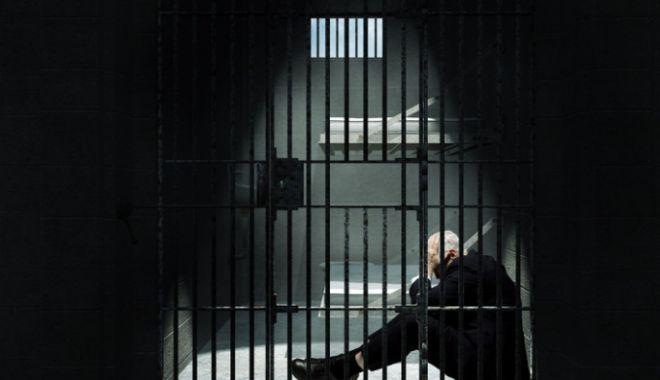 Foto: Închisoare acasă și zile libere pentru cărțile scrise în detenție: proiect votat de deputați