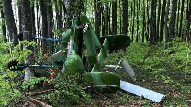 """Foto: Elicopter """"dubios"""", descoperit prăbuşit, în România. Pilotul e mort!"""
