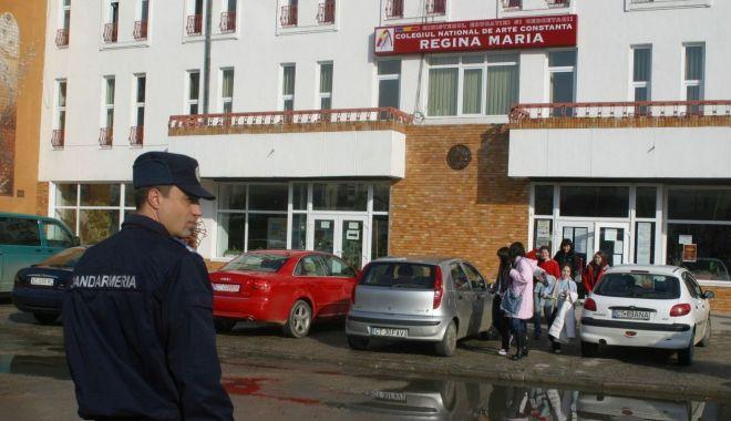 """Foto: Incident grav la Colegiul Naţional de Artă """"Regina Maria"""". Un elev a agresat o tânără"""