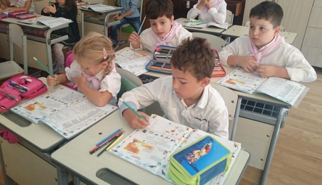 Foto: CÂND VOR AJUNGE MANUALELE DE CLASA I PE BĂNCILE ŞCOLARILOR