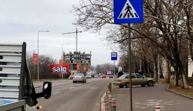 Foto: Indicatoarele la trecerile pentru pietoni de pe bulevardul Aurel Vlaicu și din Mamaia, înlocuite