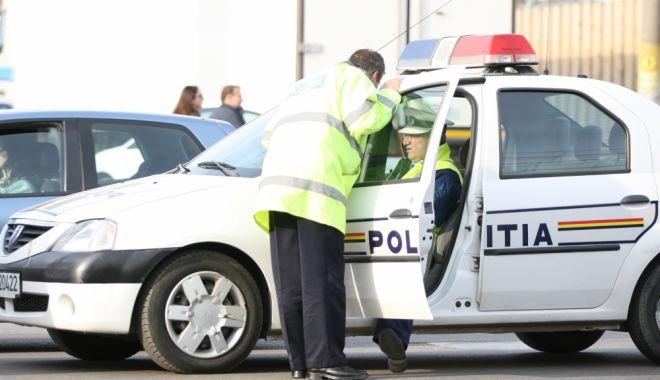 Foto: Tineri din Constanţa, la furat de alcool