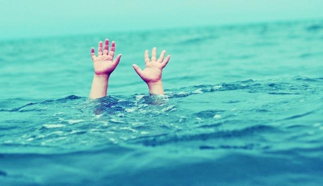 Foto: Două minore, resuscitate, după ce s-au înecat în apa mării, la Costineşti