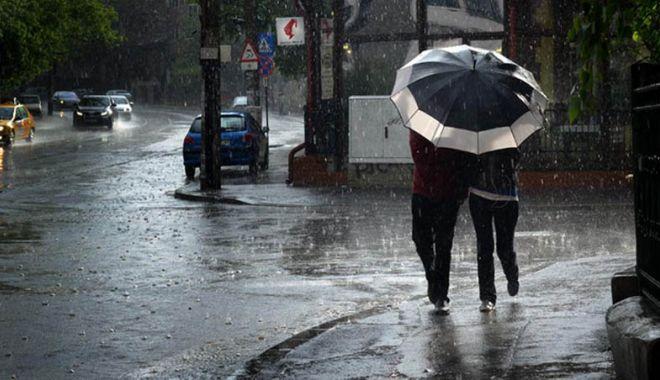 Foto: Anunț de la ANM: Ploi în aproape toată țara, vineri. Vremea se schimbă de sâmbătă
