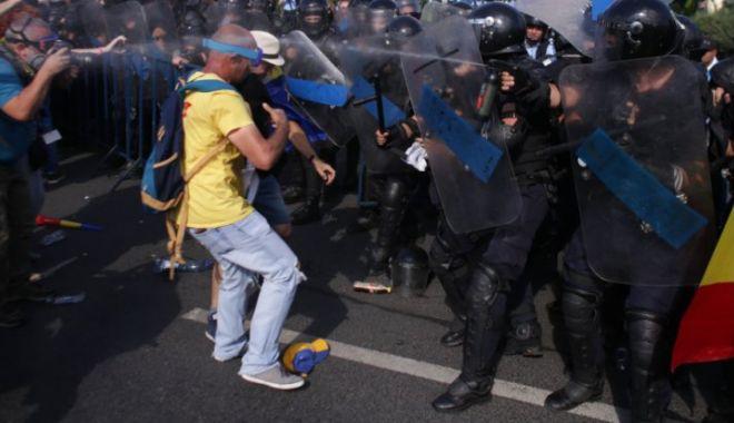 Foto: RAED ARAFAT, explicaţii despre substanţele lacrimogene folosite la protest