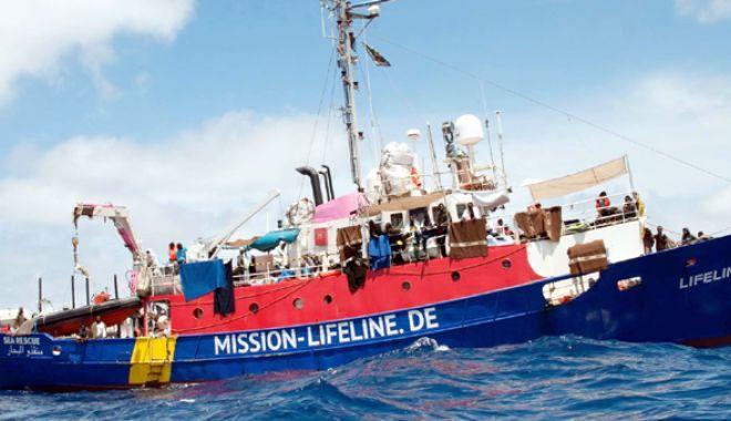 Foto: În sfârşit! Nava Lifeline a ancorat în portul La Valetta din Malta
