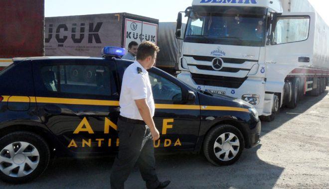 Foto: Inspectorii antifraudă au verificat peste 13.800 de autovehicule de marfă