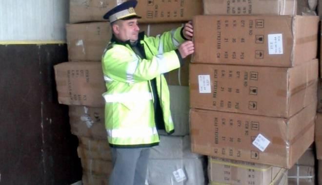 Inspectorii vamali constănţeni au confiscat peste 24.000 de mănuşi de protecţie - inspectoriivamali-1457427419.jpg