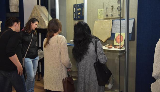 Foto: Instrumentar  medical din vremea romană, expus  la Muzeul de Istorie