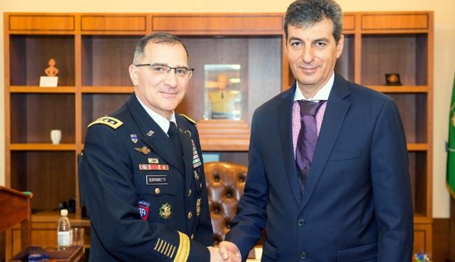 Foto: Întâlnire între ministrul MApN şi Comandantul Suprem al Forţelor Aliate din Europa