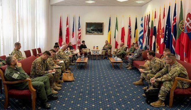 Foto: Militarii români, vizitaţi de secretarul de stat al Forţelor Terestre ale SUA