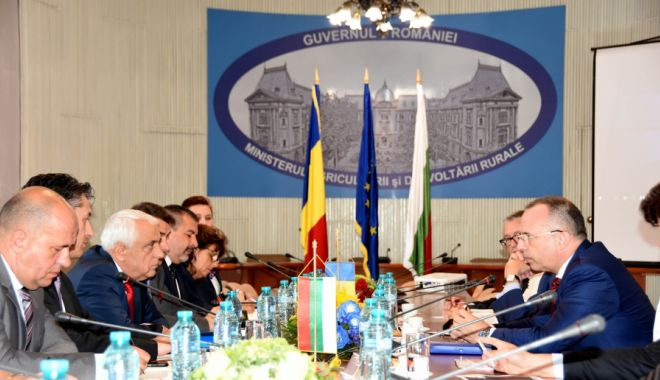 Foto: Întâlnire între miniștri agriculturii din România și Bulgaria