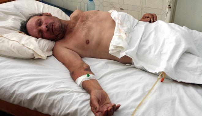 Foto: Mulţi bolnavi aduşi de familii la spital, ca să nu-i mai îngrijească acasă