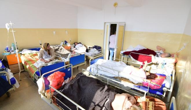 Foto: Spitalul Judeţean Constanţa a devenit azil de bătrâni şi adăpost pentru boschetari