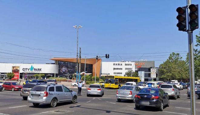 Atenție, șoferi! Nu funcţionează semafoarele de la intersecțiile străzii Soveja cu bulevardul Tomis și bulevardul Alexandru Lăpușneanu - intersectie2-1627478063.jpg