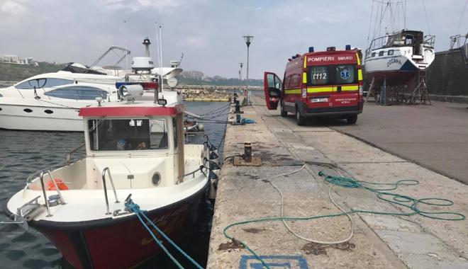 Foto: O tânără a căzut în mare de pe pasarela din Mamaia. Pompierii au scos-o din apă după 20 de minute