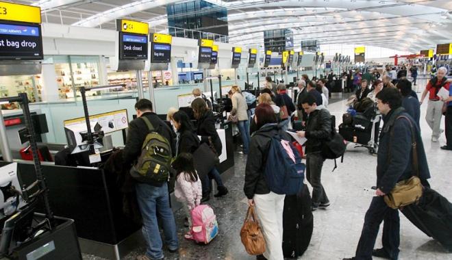 """Foto: Interzicerea  laptop-urilor  la bordul  avioanelor este """"inacceptabilă"""""""