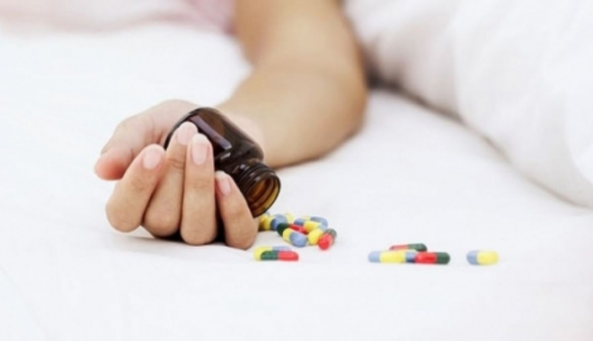 Foto: Tentativă de sinucidere? Liceană intoxicată  cu paracetamol