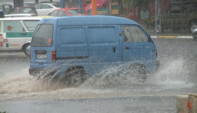 GALERIE FOTO / RUPERE DE NORI la Constanţa! CANALIZĂRILE NU MAI FAC FAŢĂ - inundatie3-1494249060.jpg