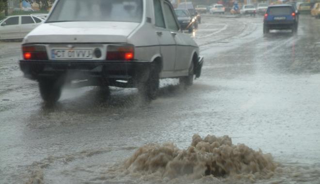 GALERIE FOTO / RUPERE DE NORI la Constanţa! CANALIZĂRILE NU MAI FAC FAŢĂ - inundatiegf31-1494249070.jpg