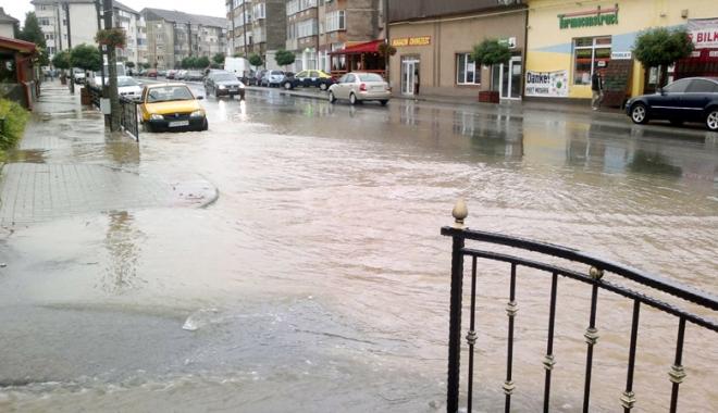Foto: Stare critic� la Constan�a, risc mare  de inunda�ii. Ce m�suri au luat autorit��ile