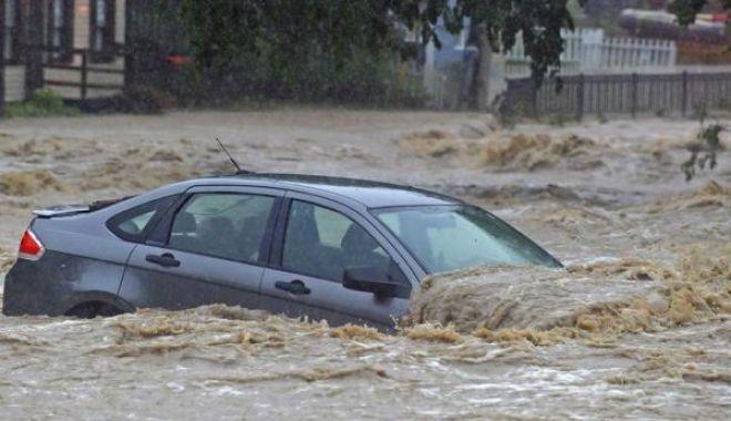 Foto: COD PORTOCALIU de inundaţii în bazine hidrografice din 19 de judeţe