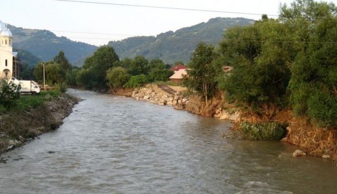 Foto: Cod portocaliu de inundaţii pe râuri din şase judeţe