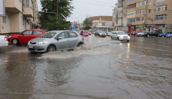 Foto: Vin din nou furtunile la Constanţa. Cod galben de fulgere şi grindină!