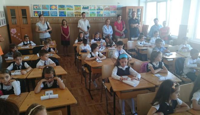"""Foto: �nv���toarele de la clasele I �i a II-a: """"Numai noi �tim cum ne-om descurca!"""""""