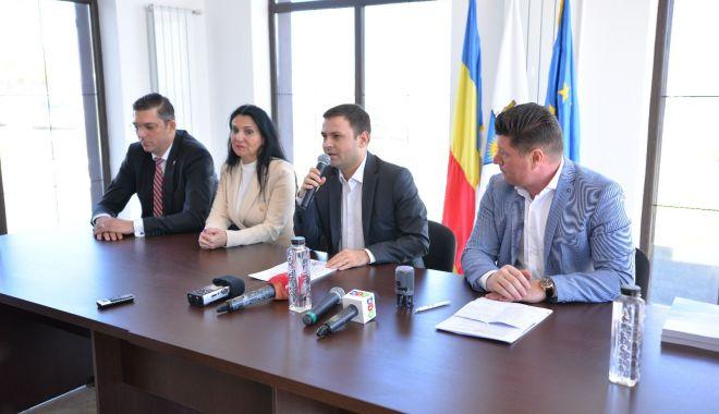Investiții în orașul Techirghiol. Ce contract important a semnat primarul Iulian Soceanu - investitiilatechirghiol-1553104212.jpg
