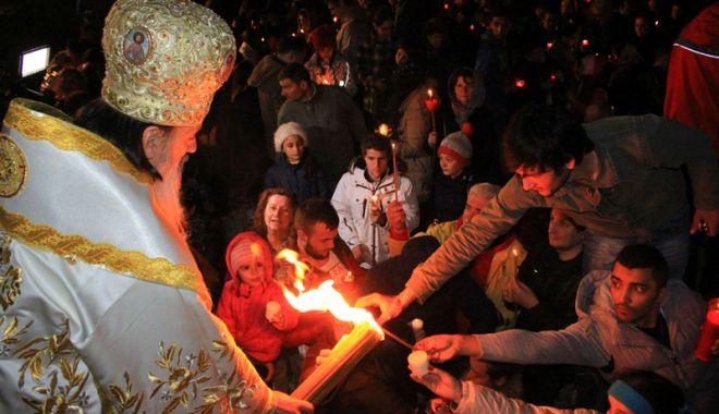Foto: Lumina sfântă a Învierii va fi adusă, cu barca, la Constanţa