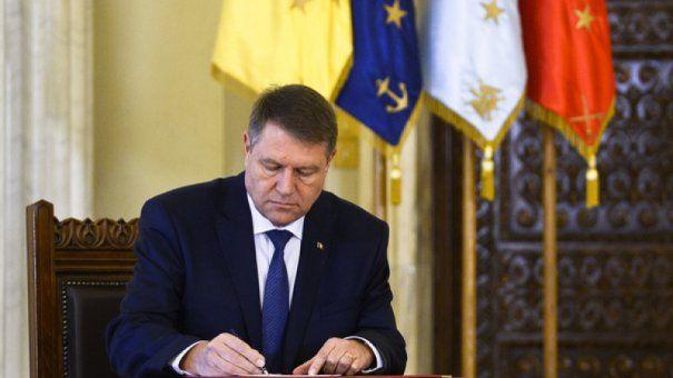 Foto: Legea privind pensia de urmaş pentru copiii militarilor căzuţi la datorie, promulgată de șeful statului