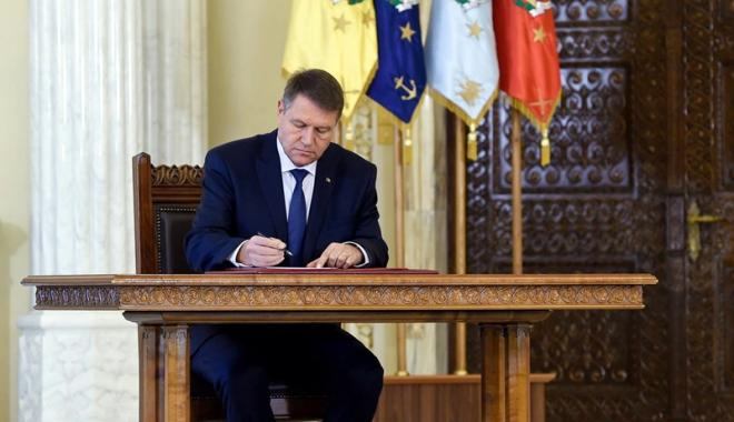 Foto: Iohannis a promulgat Legea privind RCA