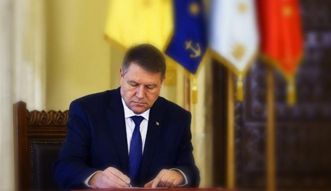 Foto: Klaus Iohannis a promulgat legea privind decontarea navetei şcolare