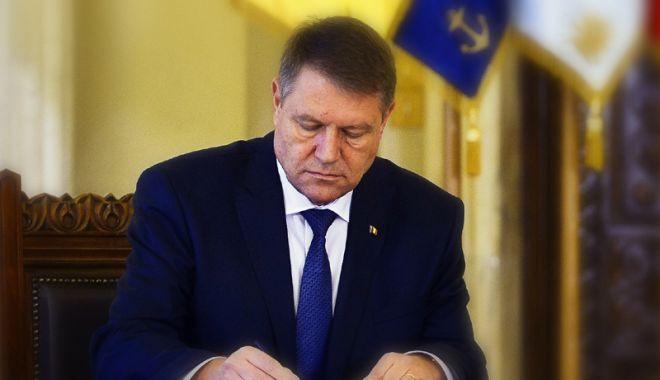 Foto: Lege promulgată de șeful statului. Tinerii dezavantajați se vor putea angaja în instituțiile publice locale