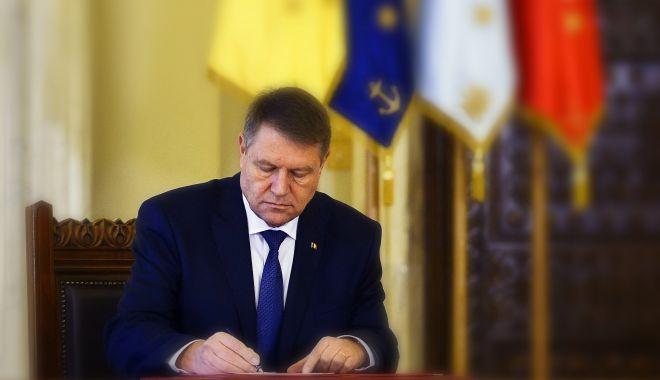 Foto: Klaus Iohannis a eliberat din funcție trei judecători