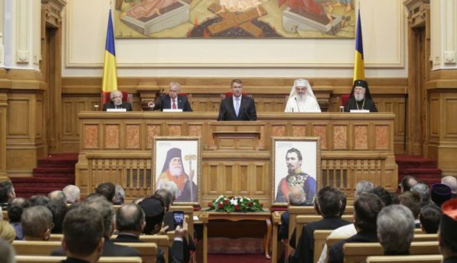 Foto: Bat clopotele în biserici. Slujbe dedicate Unirii la Patriarhie
