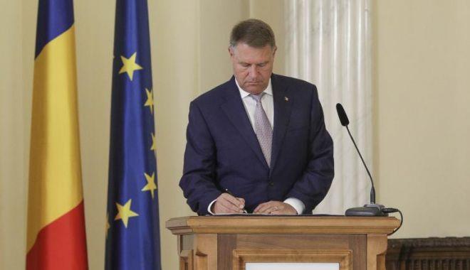 Preşedintele Iohannis a promulgat legea! Cine iese mai repede la pensie - iohannislege-1604603257.jpg